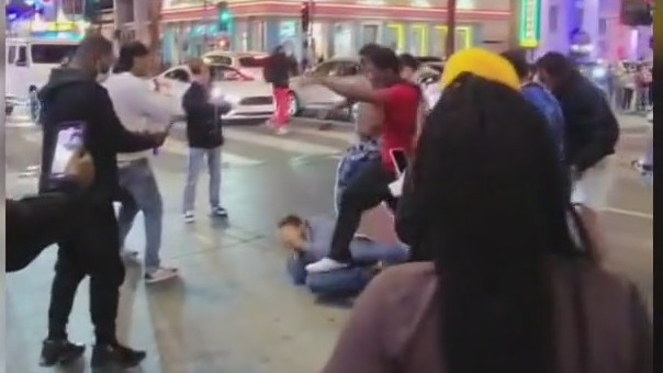Man attacked by several people in Hollywood