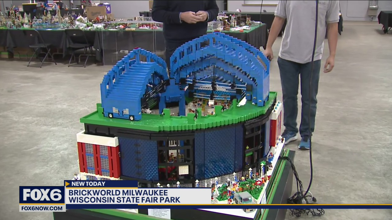 Tim Kaebisch built a LEGO® minifig-scale replica of Miller Park, fully motorized with retracting roof