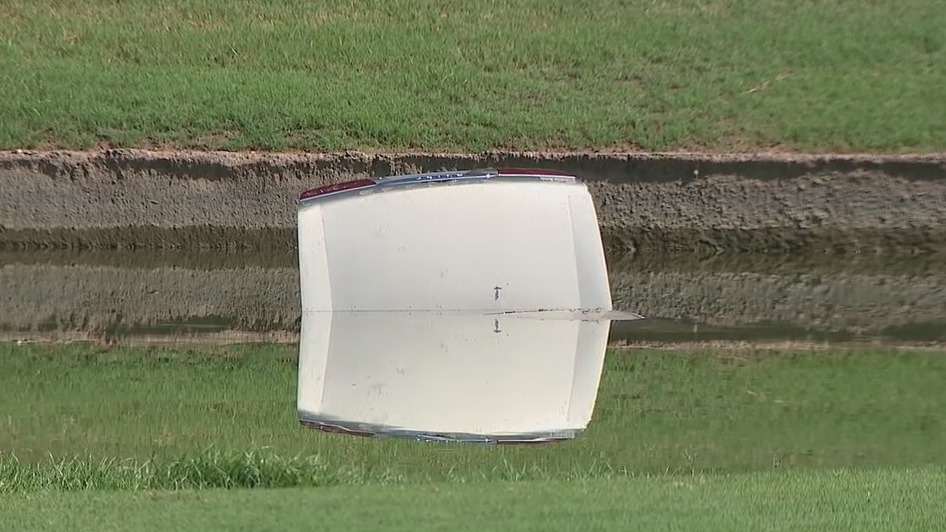 Driverless car on a Scottsdale golf course takes a drive into a pond