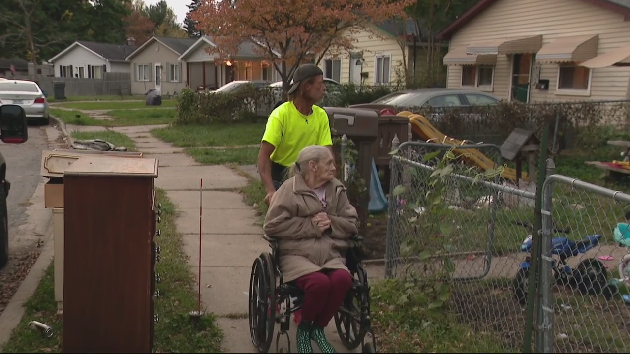 Oakland County Sheriff's Office detective saves elderly woman from choking