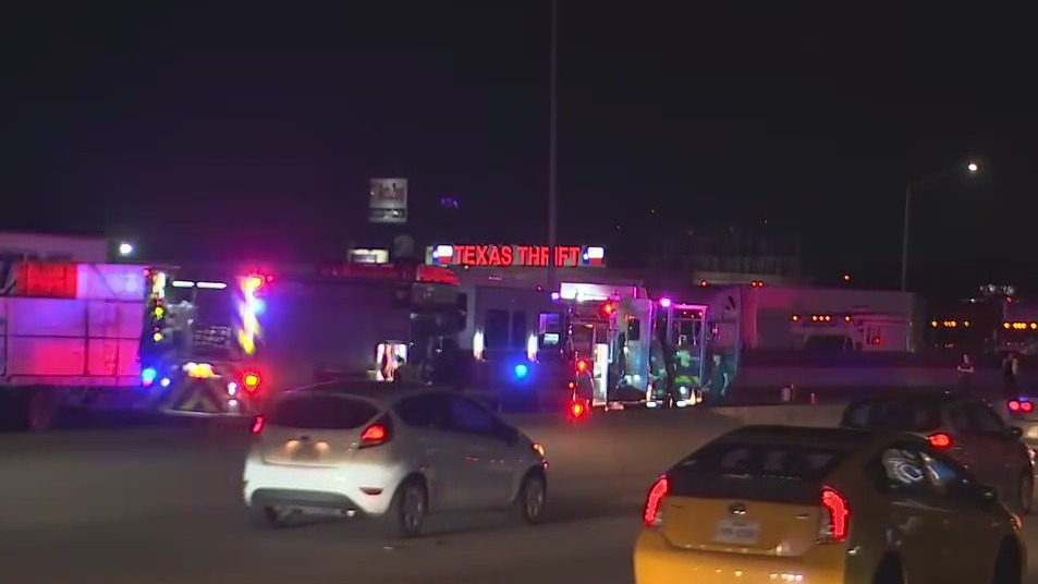 At least two killed in I-35 crash in North Austin, ATCEMS says