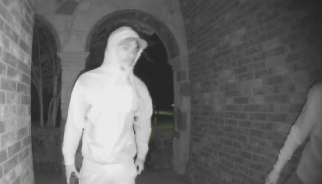 VIDEO: Armed robbers bust into home and steal from a Sugar Land family