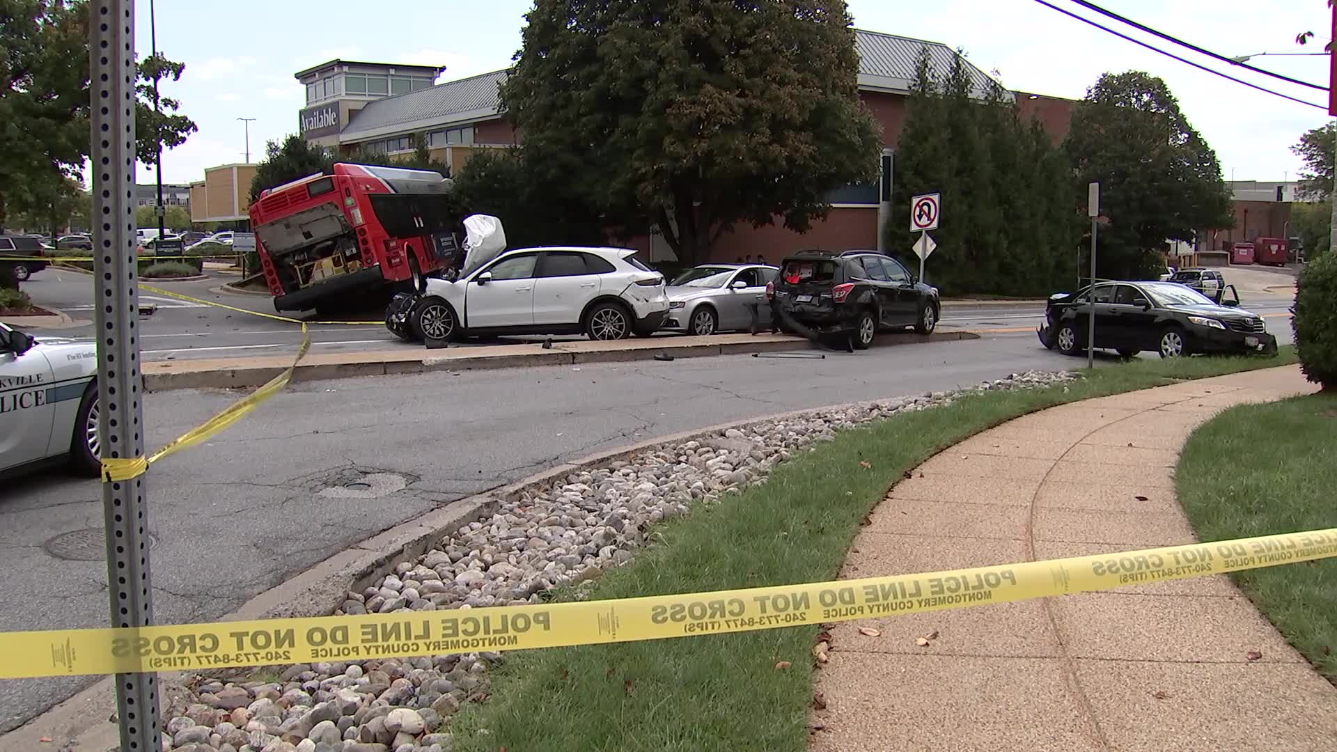4 sent to hospital after Rockville Pike crash involving a Metro bus
