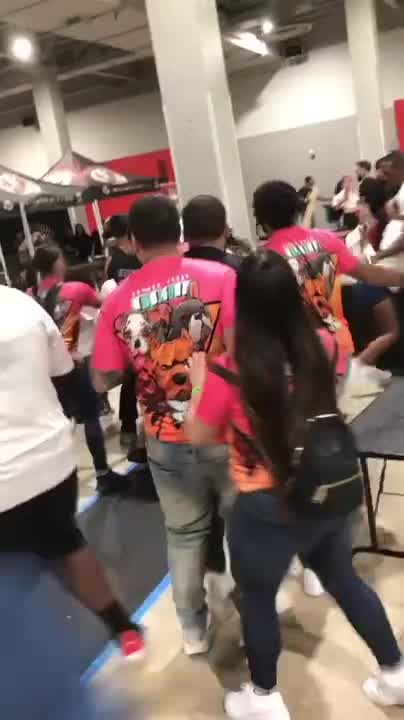 Brawl breaks out at Miami dog show